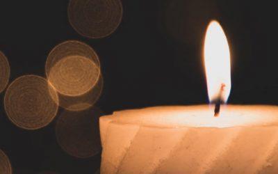 Simbolika prižiganja nagrobnih sveč